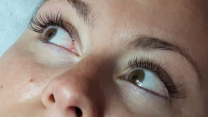 Express eyelash extensions with The Lasgologist